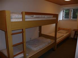 Pokoj s 2 lůžky a patrovou postelí