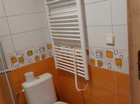 Spodní WC v koupelně.