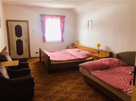 Čtyřlůžková ložnice v patře