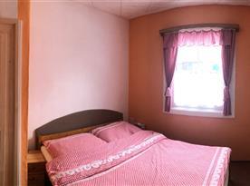 Dvoulůžková ložnice v 1. patře