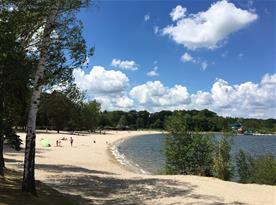 Pláž u Máchova jezera