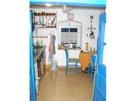 Kuchyně s mikrovlnnou troubou, myčkou a lednicí
