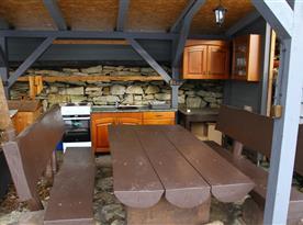 Altánek s venkovní kuchyní