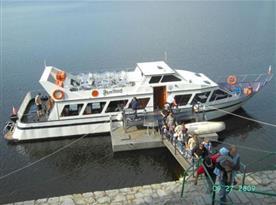 Výletní loď  na vodní nádrži Vranov