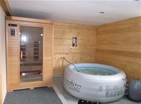 Sauna s vířivkou