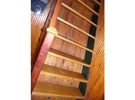 Strmé schody do patra