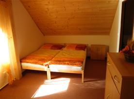 Pokoj v podkroví č.1