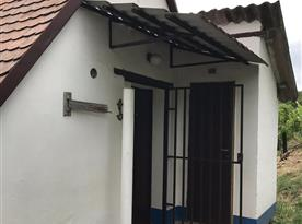 Zadní vchod, suché WC