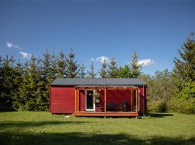 Mobilní dům - terasa s posezením