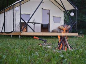 Táborák k pobytu jednoznačně patří.
