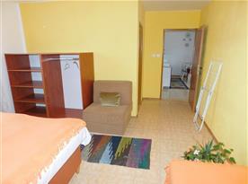 jedna ze dvou ložnic přízemního apartmánu