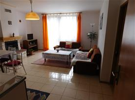obývací pokoj přízemního apartmánu