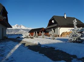 Zimní nálada na chatě s nádherným výhledem na Vysoké Tatry
