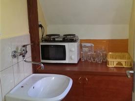 Studio v podkroví - kuchyňský kout