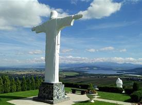 Socha Ježiša Krista výška 9,5m Klin (30,6 km)