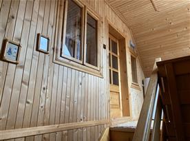 Schodiště vedoucí do 4 lůžkového pokoje