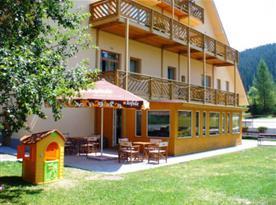 Terasa - venkovní posezení a zázemí pro děti