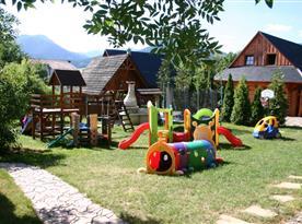 Dětské hřiště u chalupy