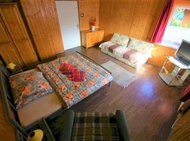 Dvoulůžková ložnice s přistýlkou
