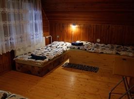 Ložnice větší 4 lůžka.
