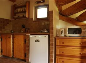 Kuchyňka spojená s obývacím pokojem