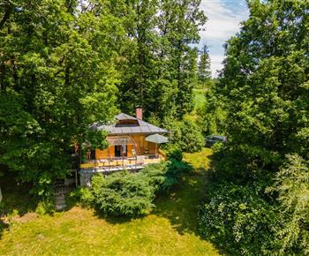 Chata Na samotě u lesa a řeky Tasov